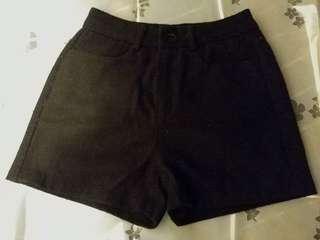 """黑色高腰短褲 25"""""""