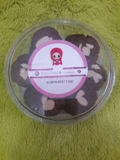 Choco chip almond