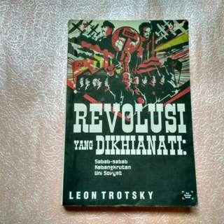 Buku Politik Rusia - Revolusi yang Dikhianati by Leon Trotsky