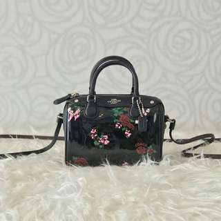 Coach Micro Bennett Cross Stitch Floral Black Patent Leather size 15x12cm so cute in this size 😍😍
