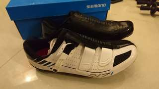 Shimano R171WE cleat shoes