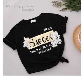 韓國東大門冬款代購 spoon 燙金字母蕾絲花朵T恤