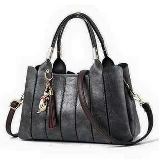 Black/red hand bag
