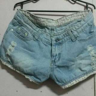 Maong shorts tattered