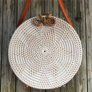round rottan bag white color