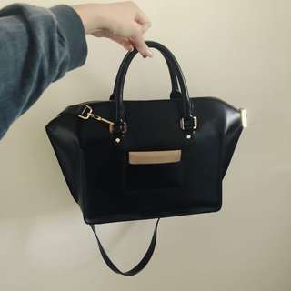 Trapeze bag authentic charles & keith