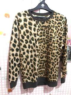 Sweater Motif Macan