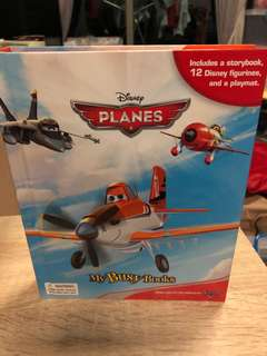 Disney Planes storybook with 12 figurines & playmat