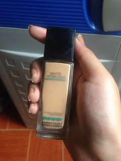 Maybelline Fit Me Foundation (228-Soft Tan)