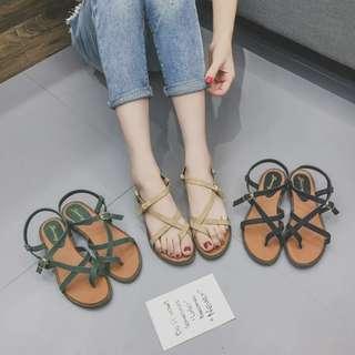 百搭休閒簡約麂皮絨交叉金屬一字釦質感繫帶平底涼鞋 羅馬涼鞋