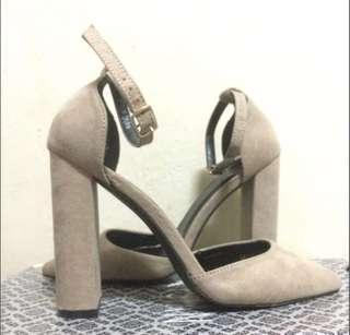 Nude Beige pointed heels stiletto