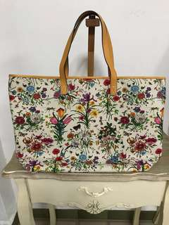*Reserved* Authentic Gucci Botanical Floral Canvas Print XL Tote Bag