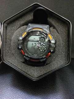 🚚 [售] 運動手錶 有冷光功能 全新 品項如圖 功能正常!售出不退200元!