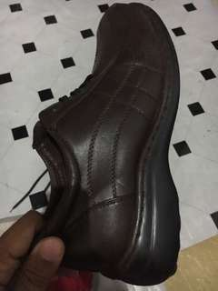 Brown leather-like shoes