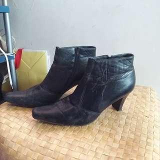 Gibi Boots Size 7