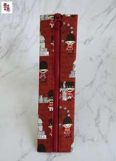 🚚 【壹柒柒巷】手作 環保筷袋 紅底小衛兵 拉鍊餐具包 餐具袋 湯匙筷套 餐具袋 隨身攜帶