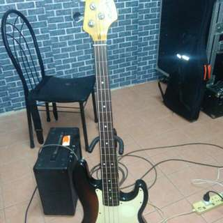 Fender Squire fredless Bass Guitar