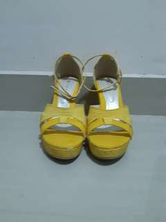 Quinna Molla Yellow Wedges