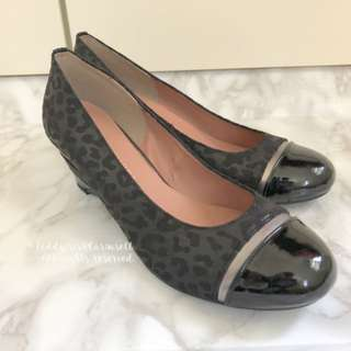 MADE IN JAPAN Jelly Beans Leopard Print Black Fabric Wedges 黑色豹紋船底高跟鞋