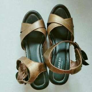 🚚 低價賣👐專櫃品牌花朵粗跟高跟鞋