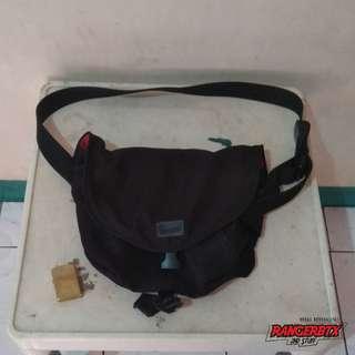 Tas Selempang / Sling Bag Crumpler The Quarfie Original