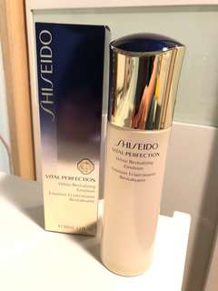 Shiseido Vital-Perfection white revitalizing emulsion 100ml
