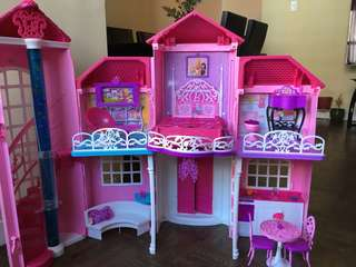 Barbie dreamhouse (Dolls not included)