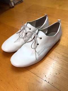 🚚 無印良品-羊皮超好搭小白鞋24.5