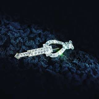 古董水晶箭形扣針 Antique Arrow Rhinestone Brooch