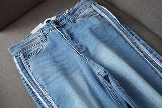 🚚 OshareGirl 05 歐美女士寬條裝飾撞色牛仔寬褲直筒牛仔褲