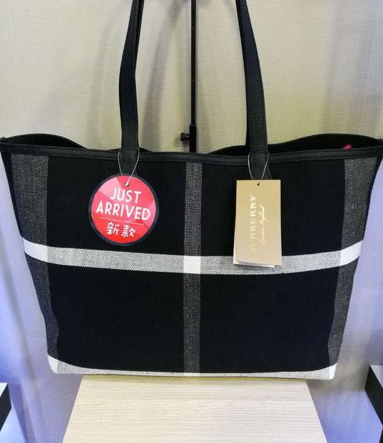 f091ad6301ca BrandNew Burberry Doodle Black canvas Flower Doodle Reversible Tote ...