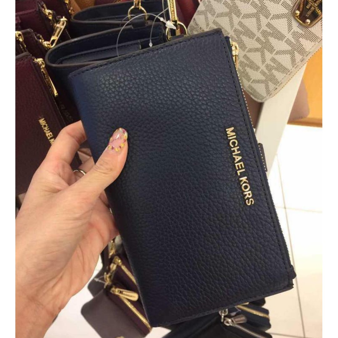 a7df499a9cab87 MICHAEL KORS Jet Set Travel Signature PVC Double Zip Wristlet, Women's  Fashion, Bags & Wallets, Wallets on Carousell