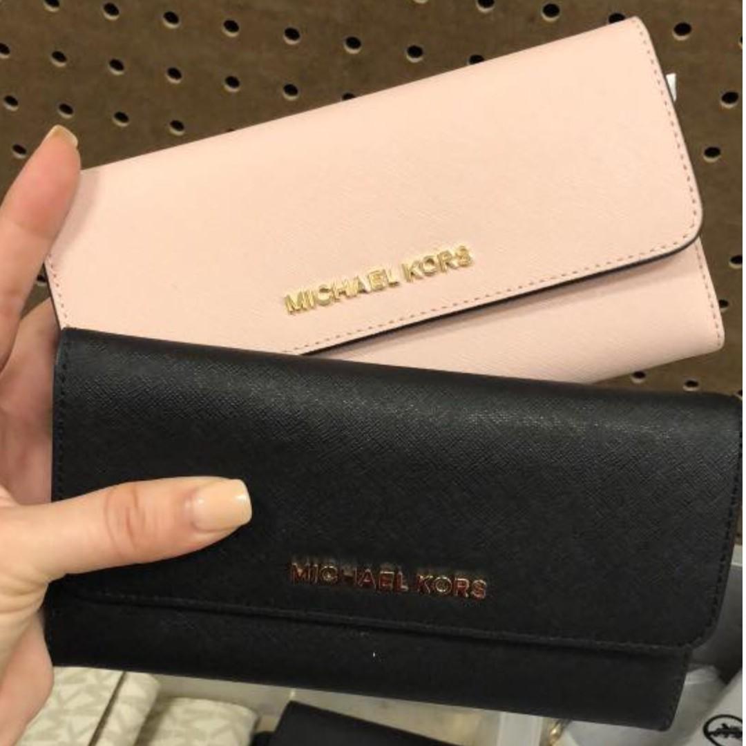 8f9892e92257 MICHAEL KORS wallet, Women's Fashion, Bags & Wallets, Wallets on ...