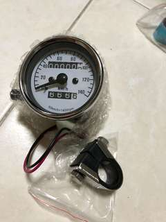 Vintage speedometer 0-140 with mounting bracket