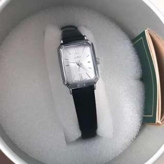 韓國 LLOYD 復古款羅馬數字手錶 禮物 vintage Chanel