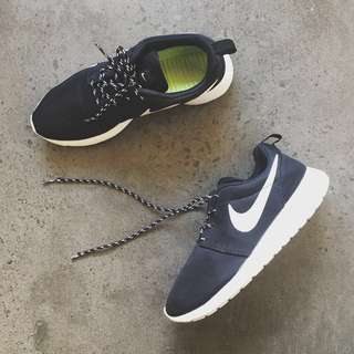 Nike Roshe Run Black x White x Volt