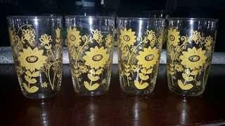 Jual Gelas Jadoul Cantik dgn bunga kuning ringan dan tipis ada 4pc