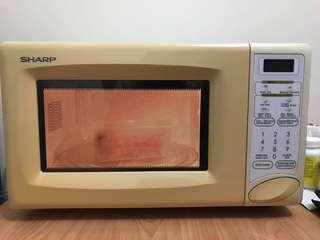 Microwave sharp R-240F