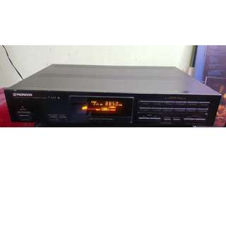 Pioneer F-449 stereo synthesizer tuner