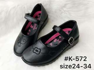 Black shoes for 2-8 years old 💰410  Size 24-34 *with box *big size  *magaan *ky