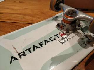 Artafact Skateboard, tensor trucks, darkstar wheels