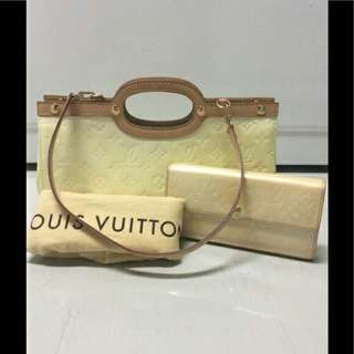 Auth. LV vintage with wallet