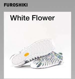 Vibram Furoshiki White Flower