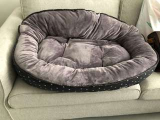 Fizzyard Reversible Pet Bed size L 75cm x 80cm