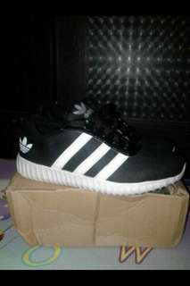 Sepatu Adidas Yeezy Strip