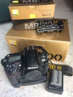 Nikon D700 with MB-D10 (ori)