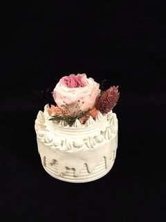 Birthday express - preserved flower on a cake