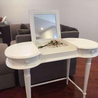 White desk w/ vanity
