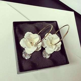 Anting tusuk bunga kristal style korea
