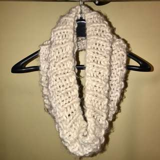 Thick knit loop scarf